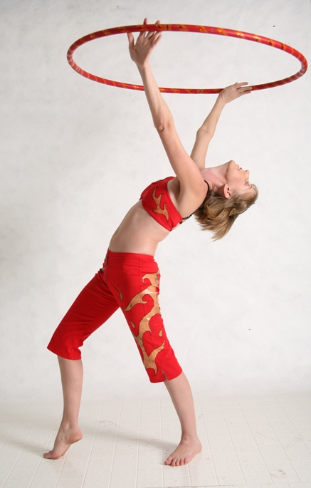 Ottawa_Circus_School_Sophie_hooping Sophie Latreille LR